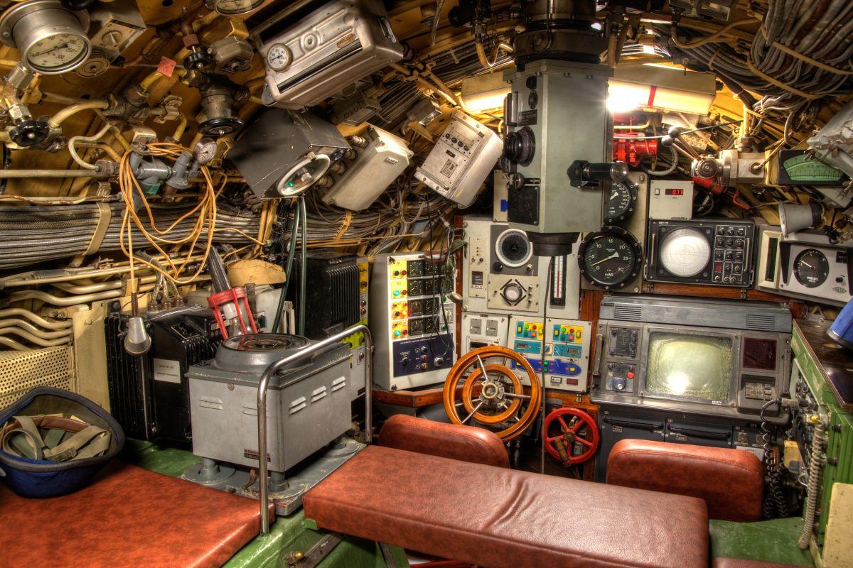 Le parc d 39 histoire militaire park voja ke zgodovine for Interieur sous marin